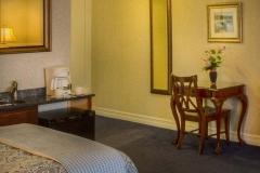 buckingham-queen-room-amenities1236x617