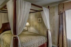 cheshire-queen-room1236x617